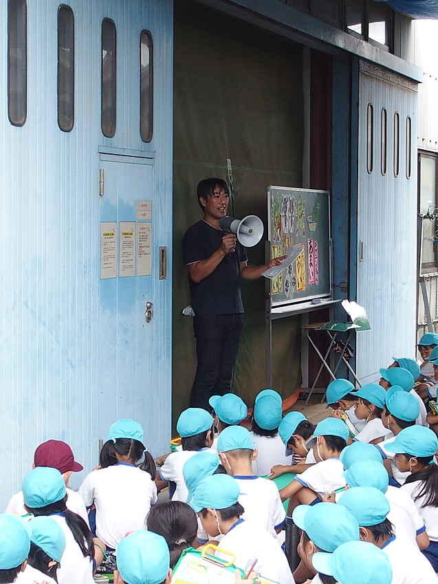 小学生のお茶工場見学