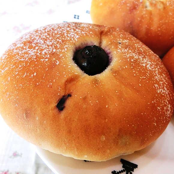 ピジョンポスト-ブルーベリーパン2