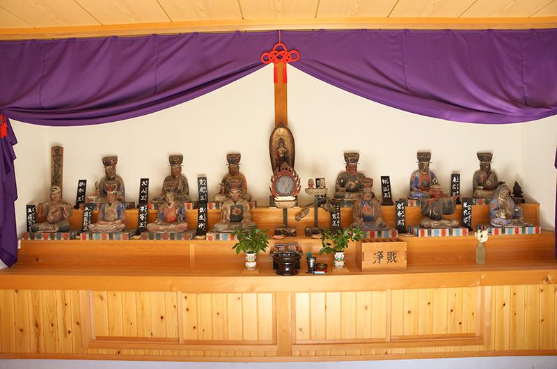 十王堂内部の十王