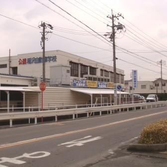 稲沢自動車学校の裏(踏切と反対方向)の道を左折