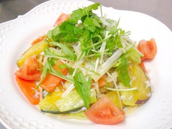 季節の野菜としらすのパスタ