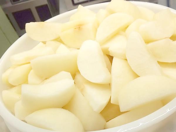 カットした梨